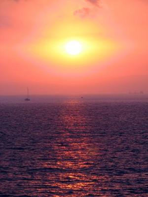 זריחה מעל חיפה (צילום מכיוון הים)