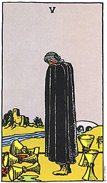 """קלף הטארוט 5 גביעים בסדרת הקלפים המפורסמת """"ריידר"""". נבואה שמגשימה את עצמה או ייאוש?"""