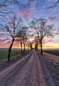 הדרך בה אנו נוסעים מסמלת את הדרך בחיים. הקרקע, מה שאנו רואים, הקלות בה אנו נוסעים מייצגים את הקשיים והמגבלות שיש לנו בדרך אל המטרות שאנו מציבים לעצמנו בחיים.