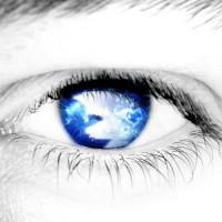 העיניים הן ראי הנפש, ומדברות מבלי להגיד דבר, אבל הן גם מאפשרות לנו לראות את מה שיש בחוץ. אם בחלום אנו מתקשים לראות, זה יכול להיות סימן לכך שהלא מודע מנסה להראות לנו שאנו מתקשים לראות את המציאות, ולדעת מהי האמת.