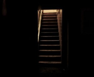 המרתף מייצג את הלא מודע שלנו. את כל הרשמים והחוויות שהדחקנו במהלך השנים, שדים שאין ברצוננו להתמודד עמם.